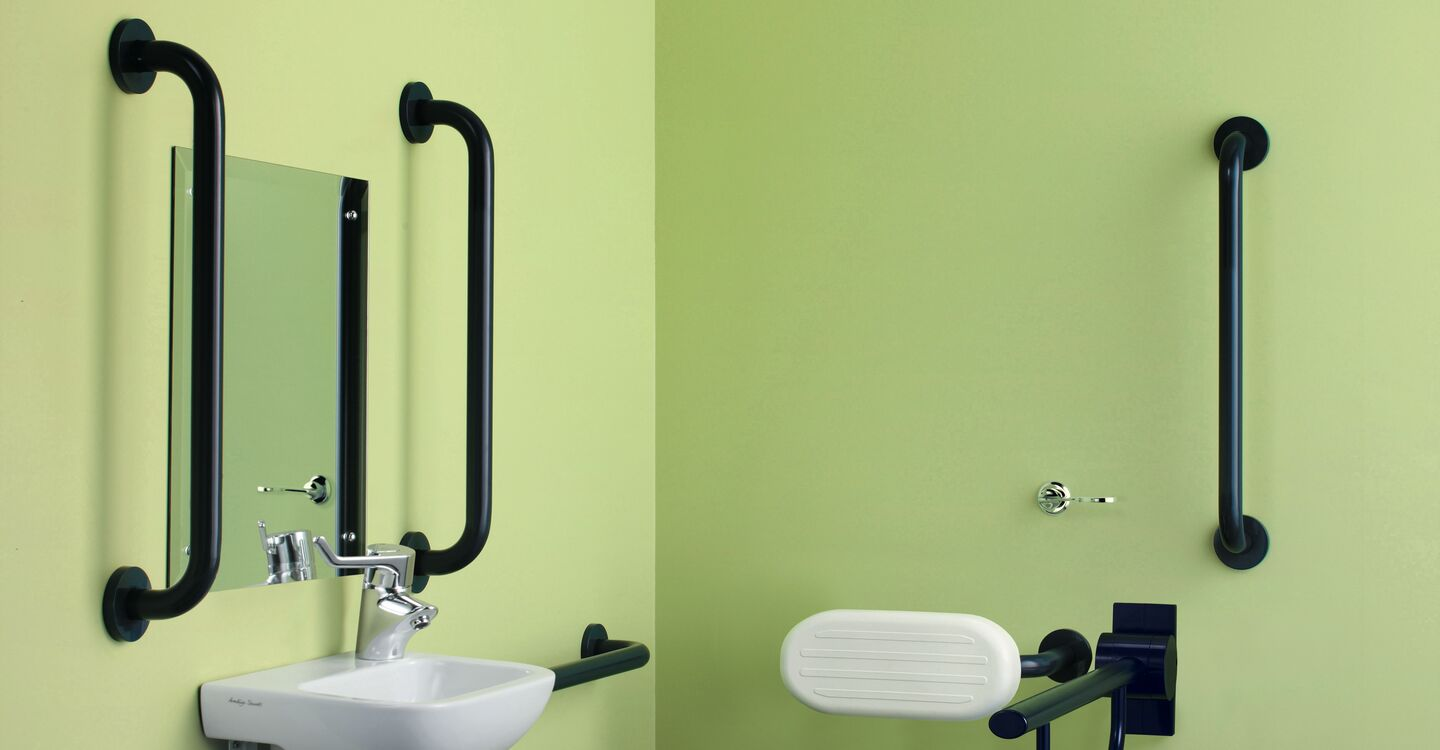 Toilet roll holder for hinged support arm
